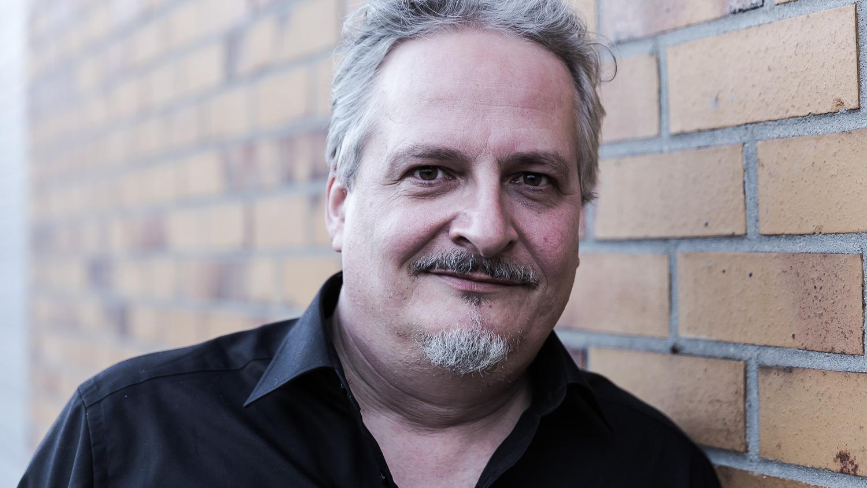 Leif Tewes, Schriftsteller, fotografiert in Frankfurt von Markus Schüller.